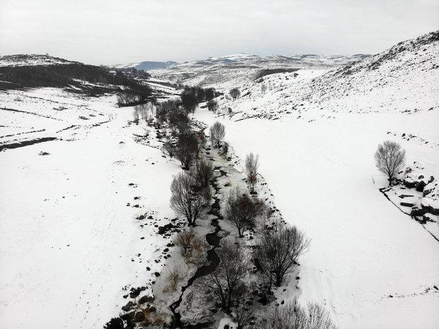Buz tutan Aşağı Toklu Şelalesi drone ile görüntülendi