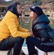 """Şarkıcı Derya Uluğ, sevgilisi Asil Gök ile birlikte çekilen karesini sosyal medya hesabından yayınladı. Uluğ, çok sayıda beğeni alan karesine, """"Öptüm"""" notunu düştü"""