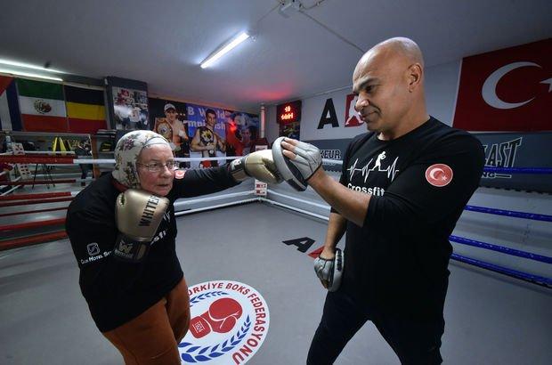 75 yaşındaki Naciye teyzenin boks enerjisi