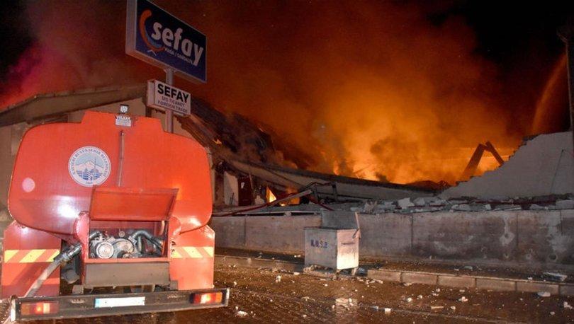Kayseri'de alev alev yanan fabrikanın bazı kısımları çöktü!