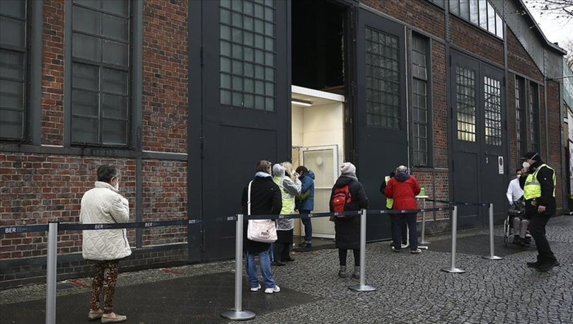 Alman hükümeti aşı teminindeki sıkıntılarla ilgili halktan sabır istiyor