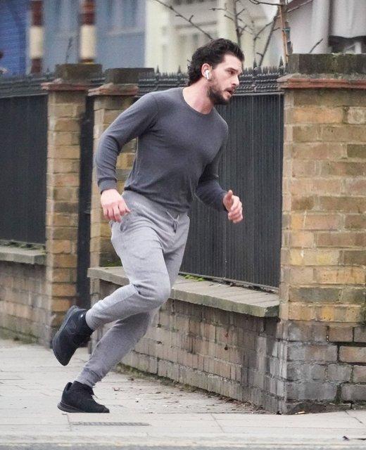 Kit Harington sabah koşusunda - Magazin haberleri