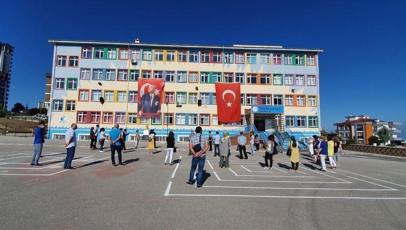SON DAKİKA! MEB duyurdu: Yarın tüm okullarda bayrak töreni yapılacak - Haberler