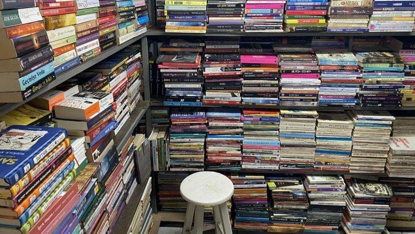 46 yılda sokağa atılan 100 bin kitabı toplayıp, dükkan açtı