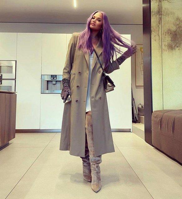 Chrissy Teigen saçlarını mora boyattı - Magazin haberleri