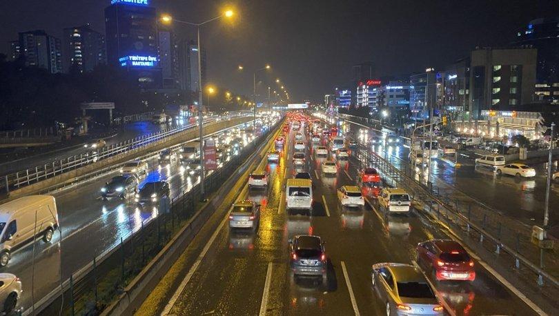 Son dakika haberi: İstanbul'da beklenen yağmur başladı! Trafik felç oldu - Haberler