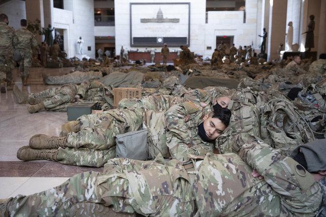 SON DAKİKA: ABD Kongre binasında asker yığını!