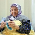 117 yaşındaki Zeliha Nine, Mehmetçik için 115 çift çorap ördü