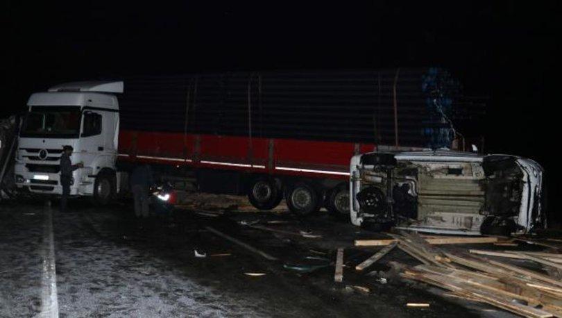 Ağrı'da buzlanan yol zincirleme kazaya neden oldu: 3 yaralı