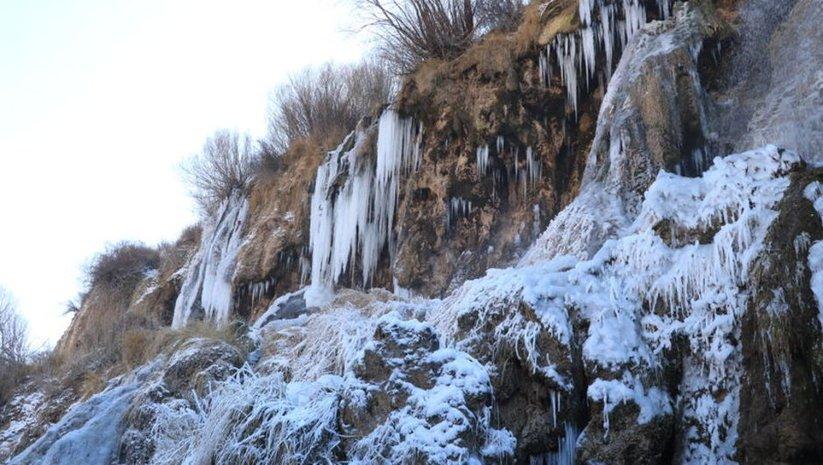 Dev sarkıtlar oluştu... Adeta 'buz dağı'