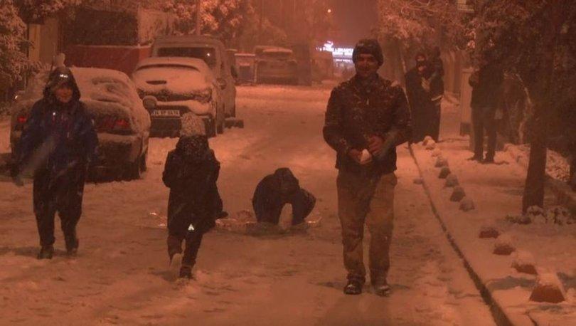 İstanbul'da etkili olan kar yağışıyla birlikte kentin bir çok noktası beyaza büründü