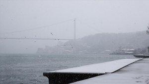 İstanbul Boğazı'nda gemi geçişleri tek yönlü askıya alındı