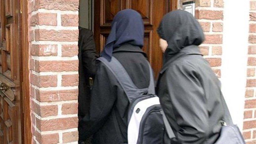 Fransa'da 18 yaş altındaki kızlara başörtü yasağına ret