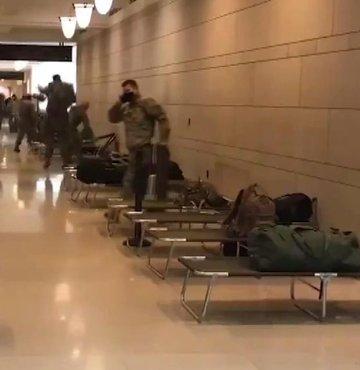 ABD Kongre binasına askeri sedye yığını!