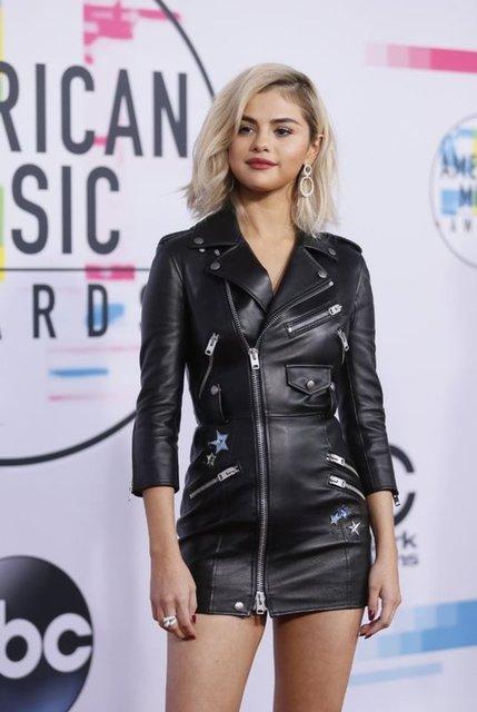 Selena Gomez: Sosyal medya devleri kötülükten para kazanıyor - Magazin haberleri