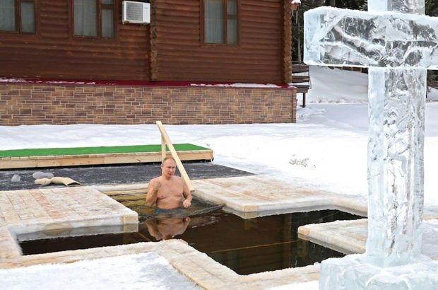 Putin dondurucu soğukta buz gibi suda!