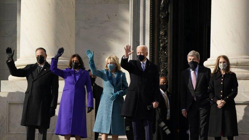 Yemin töreninde kıyafetlerle verilen siyasi mesaj!