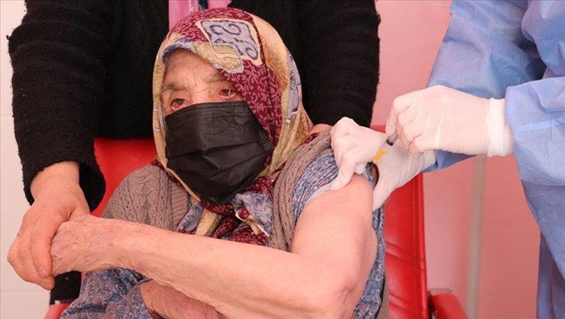 Denizli'de 103 yaşındaki kadın, Covid-19 aşısı oldu