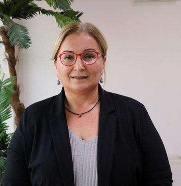 """Koronavirüs Bilim Kurulu Üyesi Prof. Dr. Pınar Okyay, """"Sayılarımız nisan ayındaki pikten daha yüksek. Bu yüzden önlemleri sürdürmek durumundayız. Henüz önlemleri katı şekilde uygulamalı ve sıramız geldiğinde aşımızı olmalıyız"""" dedi"""