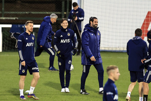 Son dakika FENERBAHÇE HABERLERİ: Mesut Özil idmanda!