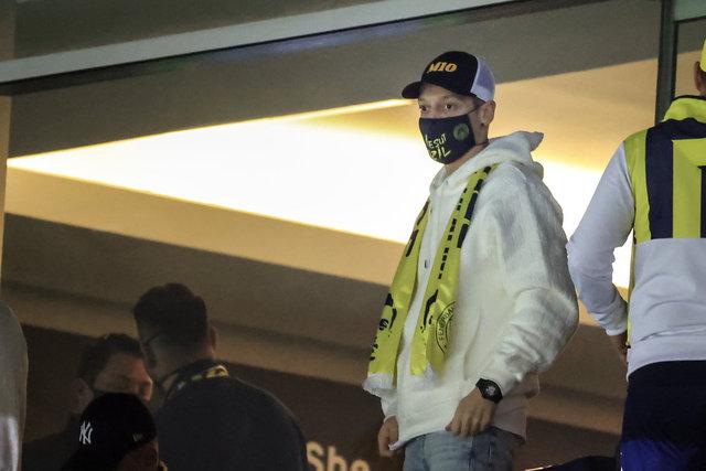 Mesut Özil tribünde - Fenerbahçe haberleri