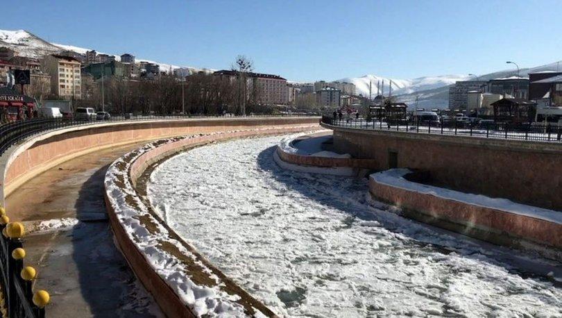 Bayburt'ta dondurucu soğuklar: Çoruh Nehri buz tuttu