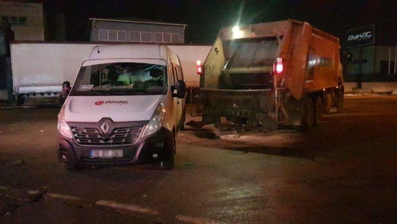 Bursa'da servis aracı ile çöp kamyonu arasında sıkışan işçi yaralandı