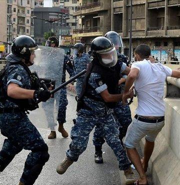 Lübnan'da polis protestolara müdahale etti: 23 yaralı