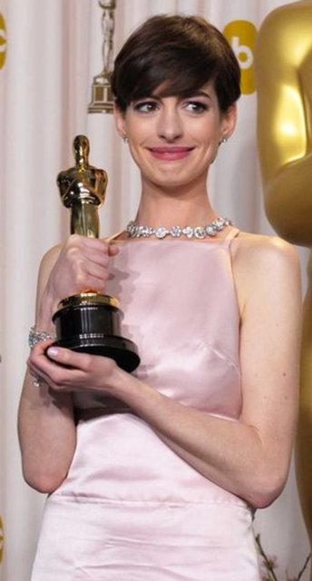 Anne Hathaway: O gece mutlu taklidi yapmıştım - Magazin haberleri