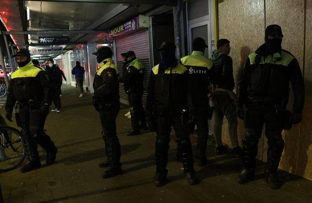 İSYAN! Son dakika: Hollanda'da yer yerinden oynadı! Korona tedbirlerine isyan