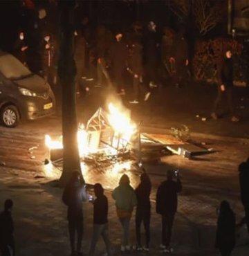 Hollanda'da kısıtlama protestoları sürüyor