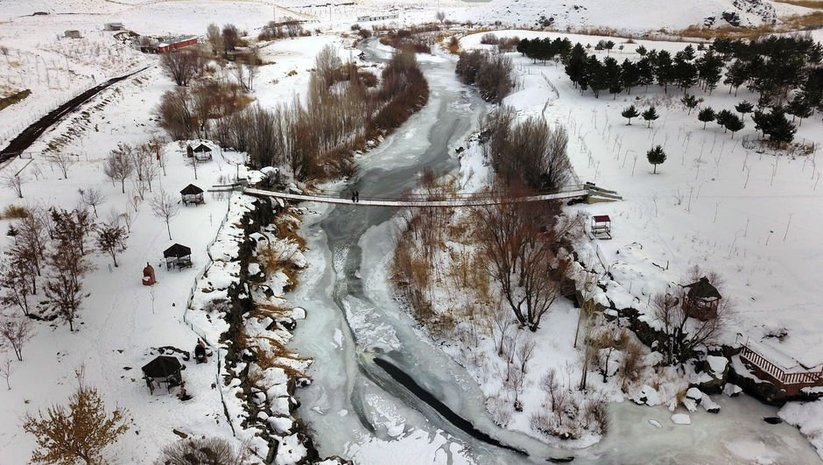 Yüzeyi buz tuttu... Drone ile kaydedildi