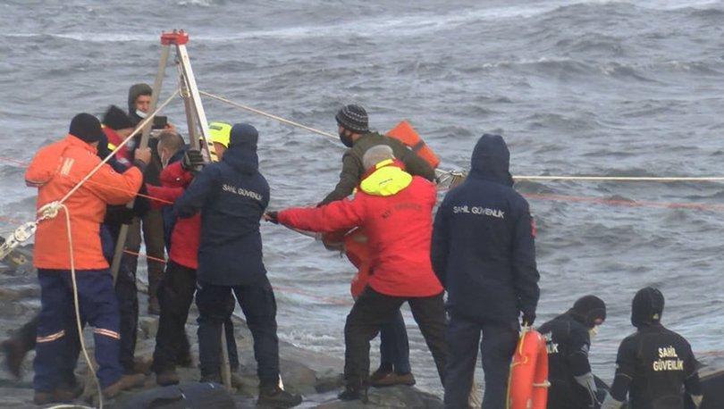 Zeytinburnu'nda karaya oturan gemideki mürettebat 'varagele' yöntemiyle kurtarıldı