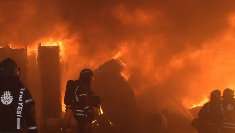 Esenyurt'ta plastik fabrikasında yangın paniği