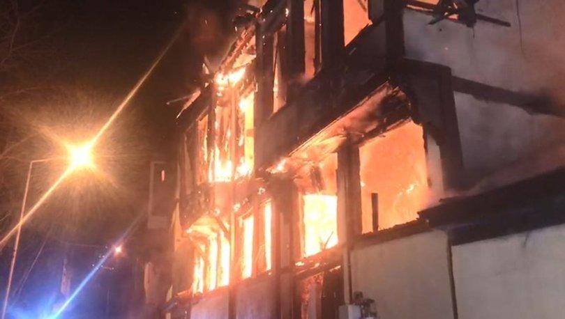 Bursa'da 120 yıllık tarihi bina yangında çöktü