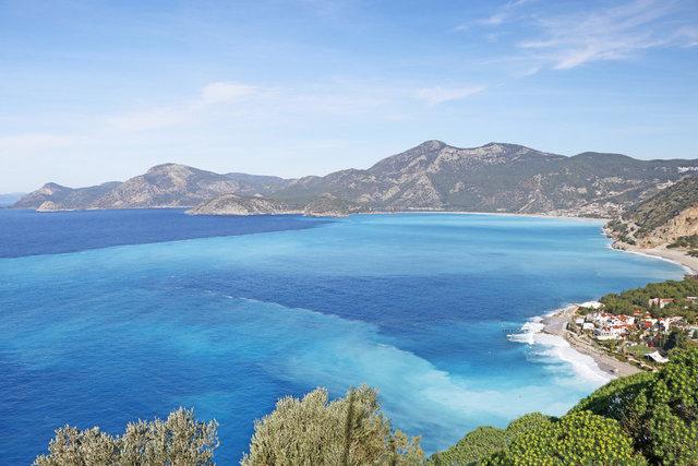 TURKUAZ| Son dakika: Fethiye'de denizin rengi turkuaz oldu