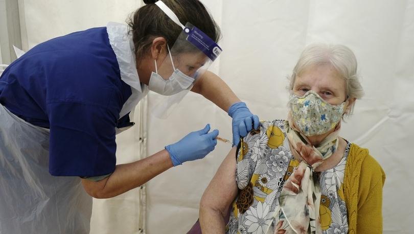 Covid: Oxford araştırması, Covid-19 aşısının virüsün bulaştırılmasını 'büyük ölçüde engellediğini' tespit etti