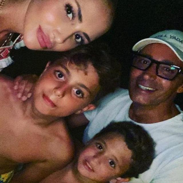 Son dakika haberler: Emina Jahovic ve çocukları koronavirüse yakalandı