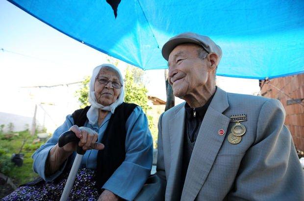 65 yıllık evliliklerini sevgi ile sürdürüyorlar