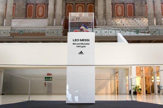 Lionel Messi rekor kıran kramponlarını bağışladı!