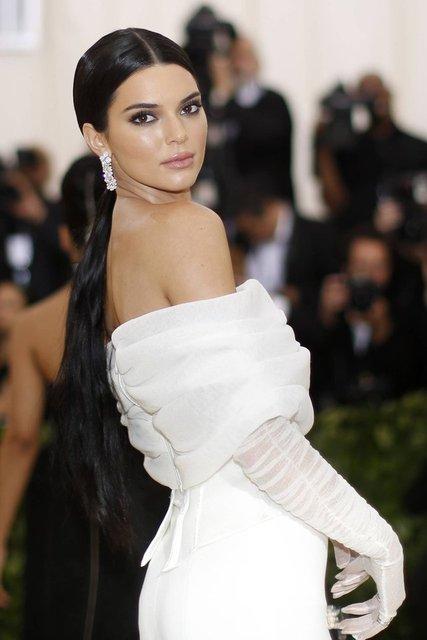 Kendall Jenner hayranlarını şaşırttı! Sevgilisi ile... Son dakika magazin haberleri