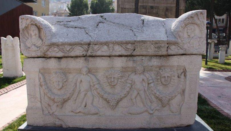 Bin 700 yıllık 'lanetli' lahit