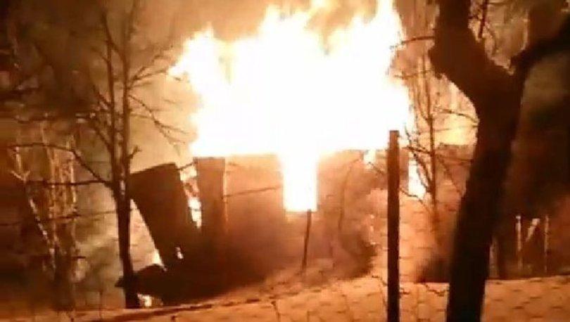 Kastamonu'da çıkan yangın evi küle çevirdi, itfaiye kar nedeniyle müdahale edemedi