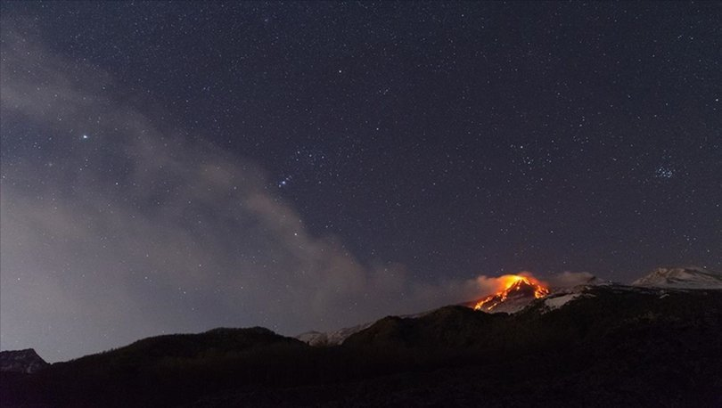 İtalya'da Etna yanardağı yeniden faaliyete geçti