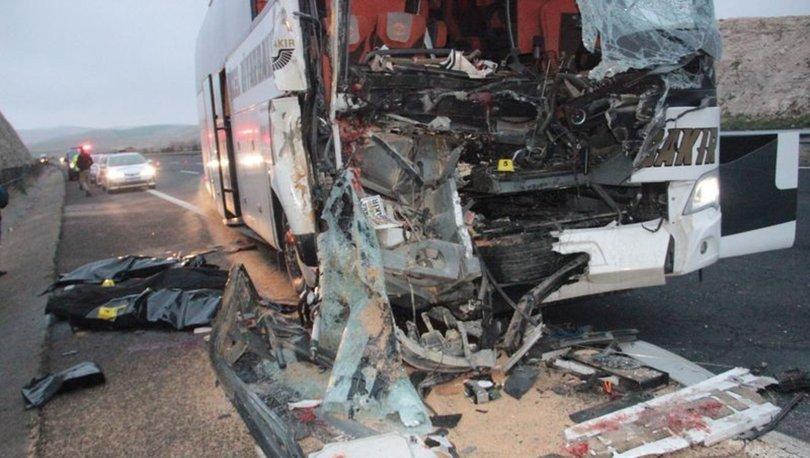 Son dakika: Şanlıurfa'da yolcu otobüsü TIR'a arkadan çarptı: Ölü ve yaralılar var