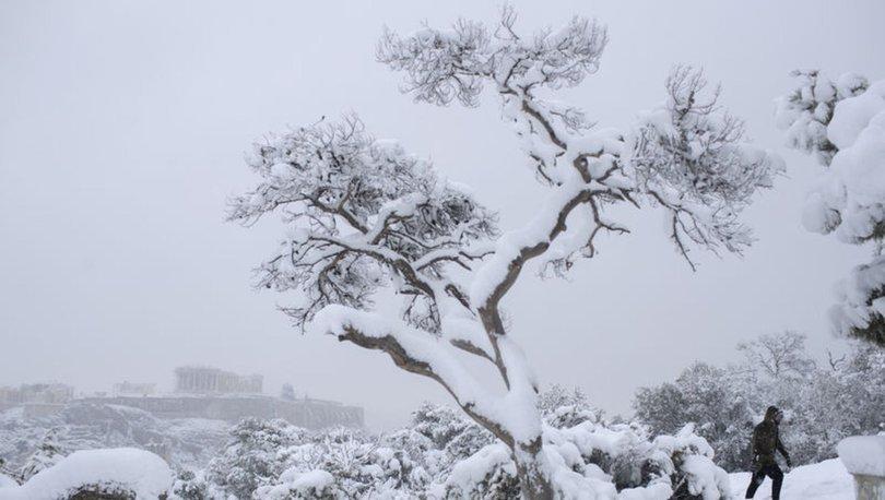 SON DAKİKA: Yunanistan'da kar fırtınası hayatı felç etti: 250 bin kişi elektriksiz kaldı! - Haberler