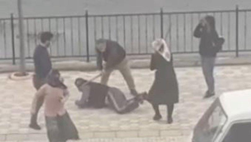 SON DAKİKA: Sokak ortasında sopayla dövdüler! O anlar kameraya yansıdı! - Haberler