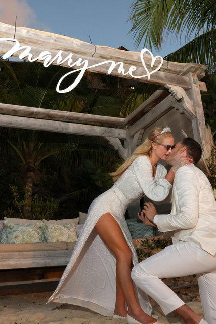 Paris Hilton ile Carter Reum nişanlandı! Doğum gününde 4. kez... - Magazin haberleri