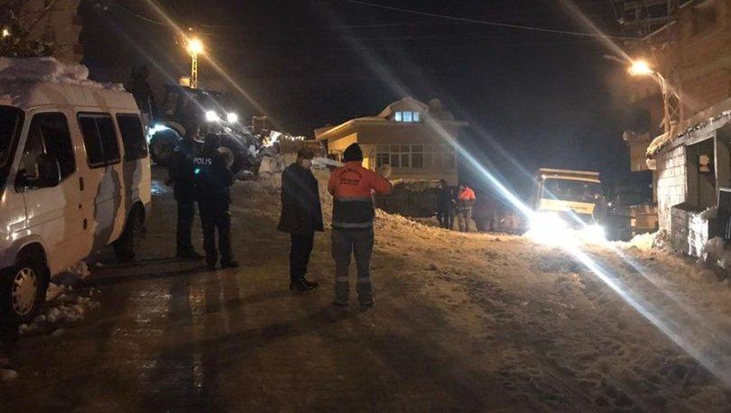 Buzlanan yolda tuzlama çalışması yapan işçilere saldırı