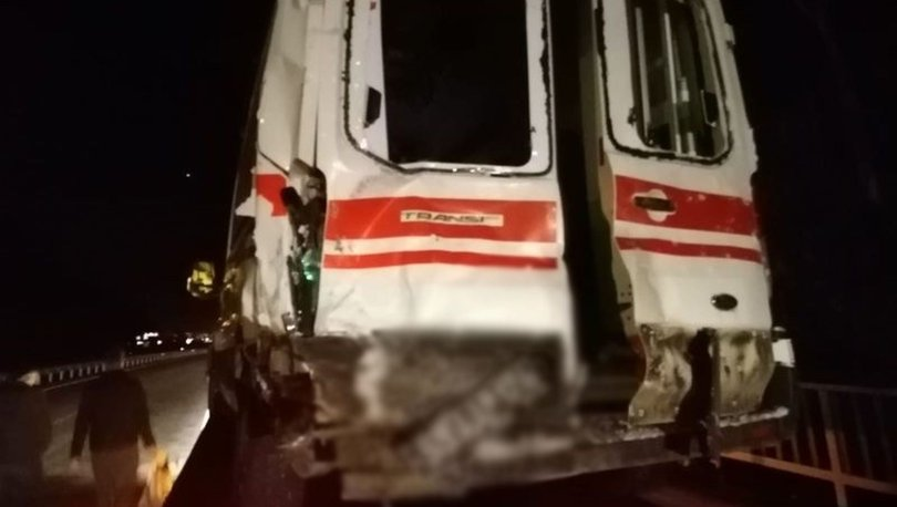 Rize'de kazaya müdahaleye giden ambulans TIR'a çaptı